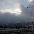 大津の西側の山の雲