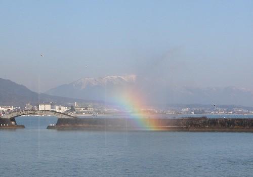 琵琶湖花噴水に虹