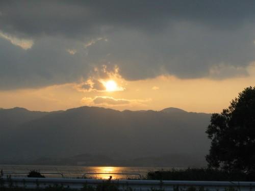 比叡山に沈む夕日琵琶湖映え