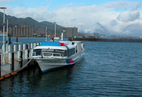 比叡山と大津港と花噴水
