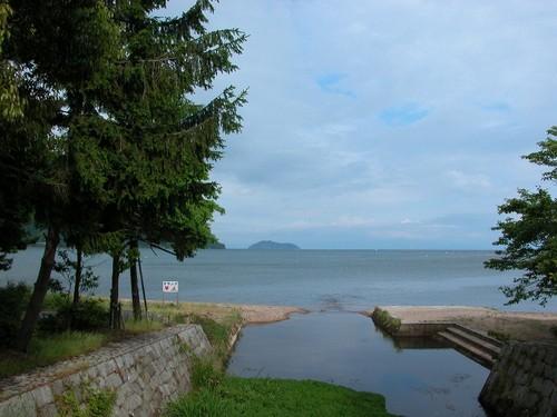 マキノの浜から見る竹生島
