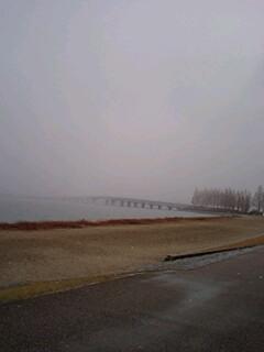 雪の近江大橋