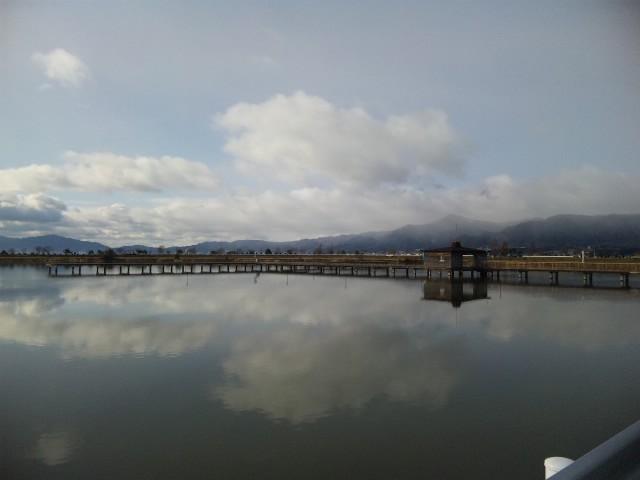 昨日の山と池