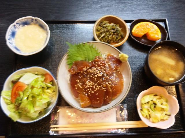 ビンチョウマグロの漬け丼定食