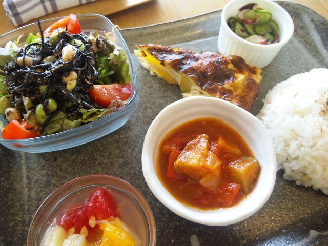 夏野菜の味噌味鍋