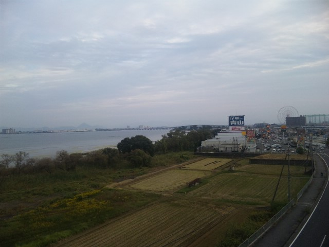 秋空の下の琵琶湖