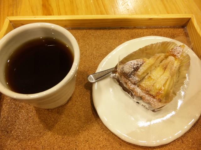 びぃカフェで洋梨タルト