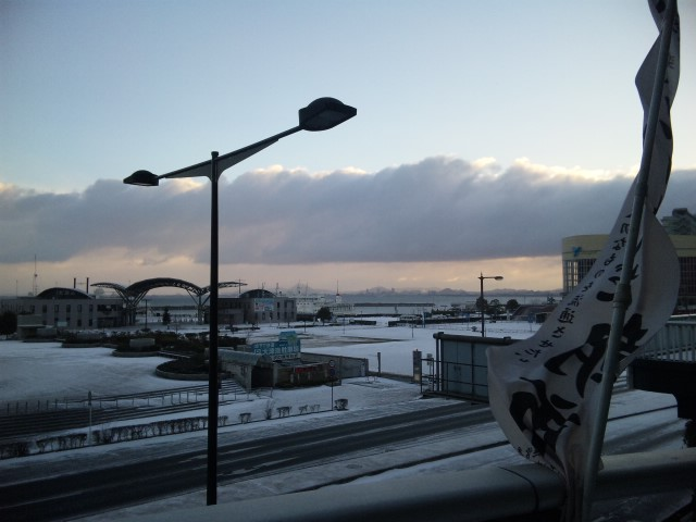 吹雪の朝市