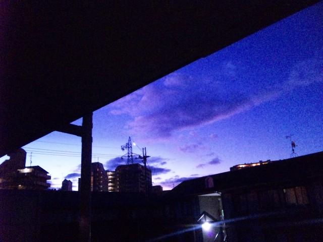 新しい窓から月