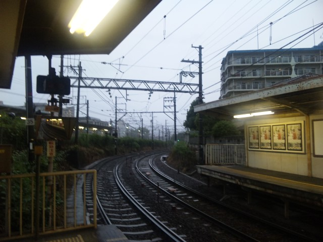 雨の京阪電車