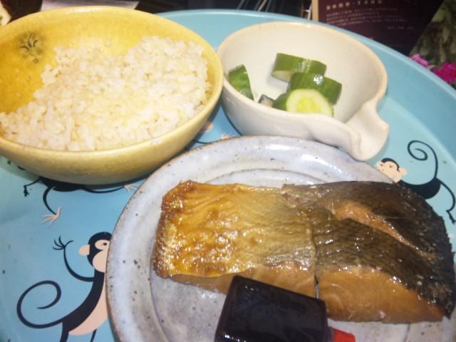 琵琶鱒煮付けとタイカレー風タジン鍋