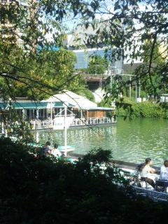 東京でカナルカフェを眺めた