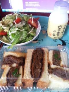 久多の鹿カツサンドと古株牧場の牛乳