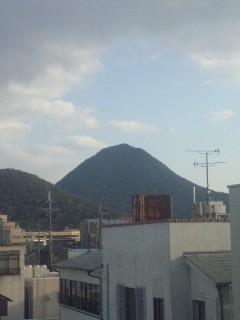 野洲の窓から三上山