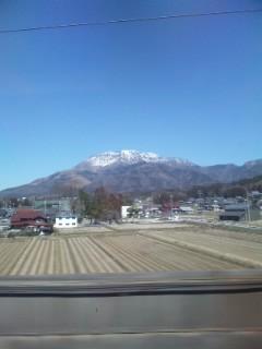 伊吹山が白い