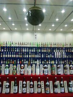 コラボしが21に滋賀の地酒ボトル展示