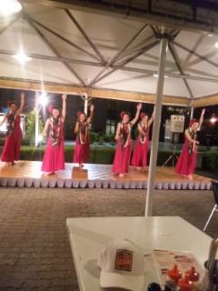 本格ハワイなフラダンスステージ