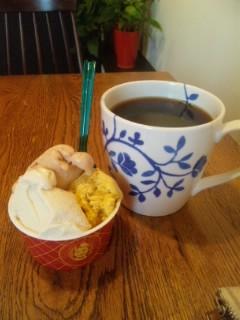 おやつは3種盛りアイスクリーム