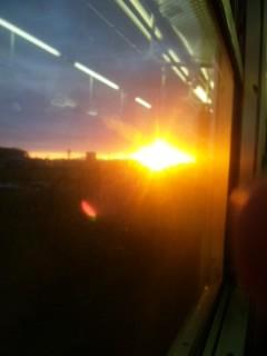 草津線の車窓からの夕日