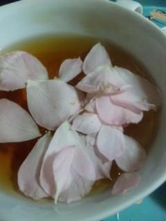 バラと紅茶で朝食を
