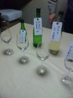 朝市のお酒選びに吉田酒造訪問