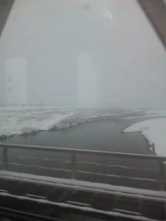 雪の朝、三上山見えない