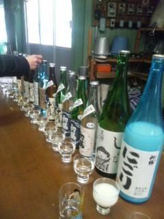 安井酒造場で朝市のお酒選び