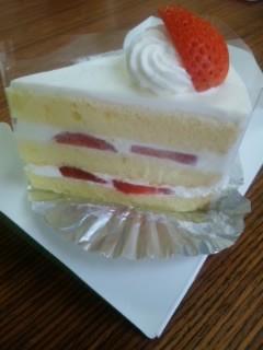 おやつはショートケーキ