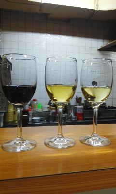アケミ 月曜日のワイングラブ
