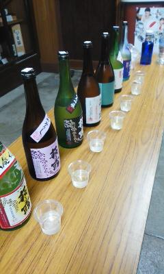 朝市のお酒選び 「萩の露」