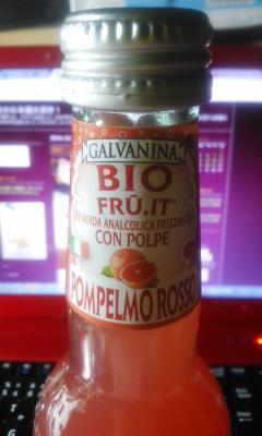 ピンクグレープフルーツのジュース微炭酸