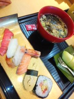 寿司ランチで気分あげよう