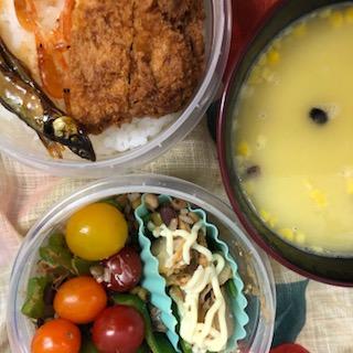 鮎と川海老の飴炊きとトンカツ弁当